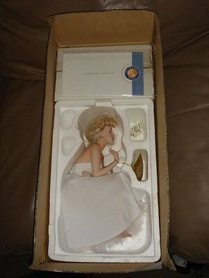 Franklin Mint Marilyn Monroe Porcelain Doll  with COA. Is Hard To Find Her.