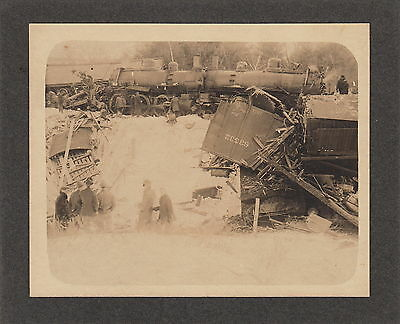 TRAIN WRECK ~ CENTRAL RAILROAD OF NEW JERSEY ~ (5 PHOTOS) ~ c. - 1900
