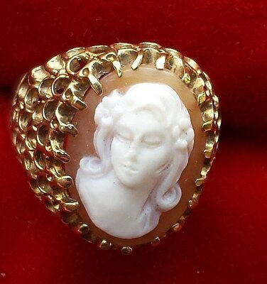 Exquisite Sardonyx Italian Cameo 10 k gold Ring Signed DC by the maker sz 6.5