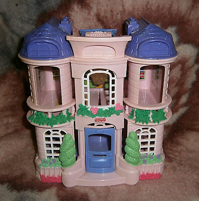 Fisher Price Sweet Street Doll Town House Mattel 2001 Rare Doll House