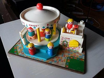 Vintage Fisher Price 1972 MERRY GO ROUND w/ Little People Great Condition USA