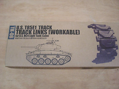 TRUMPETER 02036 - Workable Track Left for US M24 Light Tank - 1:35 NIP 47