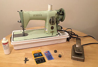 Vintage: Singer Model 15 Green Sewing Machine, with Case, Needles, etc. Tested!