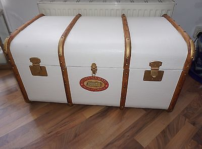 Large Hand Painted Quality Colonial Style Steamer Trunk Coffee Table Linen Trunk