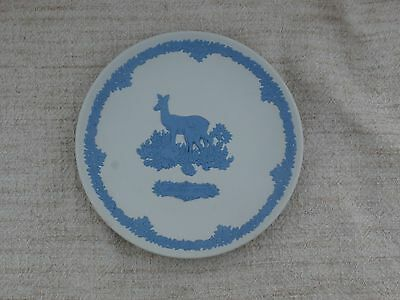 Deer and Fawn Mother's Day 1979 Wedgwood White with Blue Jasperware Plate