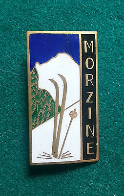 Attractive enamel Morzine France ski insigne pin badge