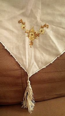 Vintage Natural Linen Table-Runner w/ Embroidered Flowers & Tassels