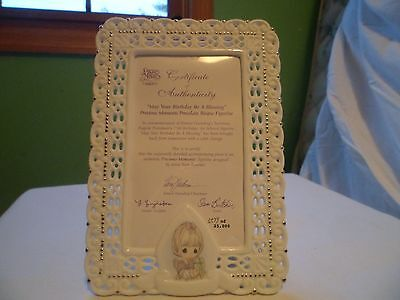 Precious Moments Photo Frame - Girl Holding Gift #472964/Q