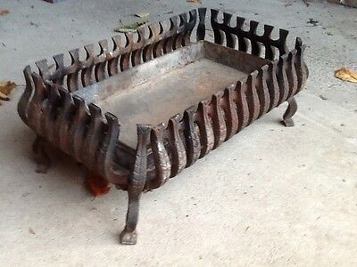 Antique Victorian Cast Iron Fire Grate, Period Piece In Great Condition