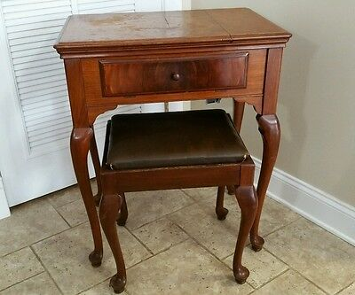 Vintage Singer Walnut Queen Ann Sewing Machine Cabinet Bench #40
