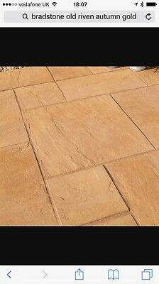 Bradstone Old Riven Autumn Gold Paving Slabs 600x450
