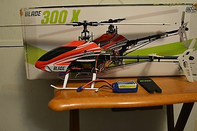 Blade 300 X Brushless Flybarless Rc Helicopter Bnf W/ Flight Battery!!!
