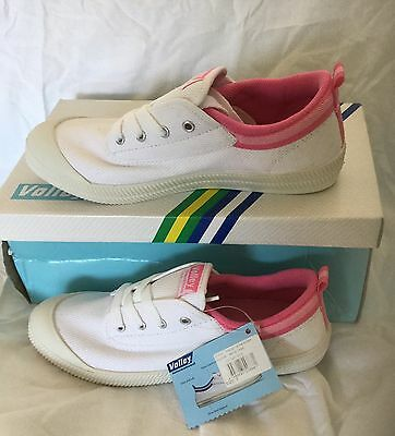 DUNLOP VOLLEYS International Woman's Sneakers Casual Shoes Canvas US 7 NWT