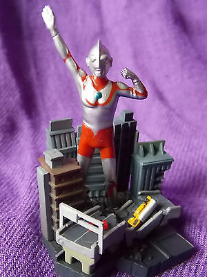 "NEW! ULTRAMAN DIORAMA MINI FIGURE / GLICO 2.5"" 6.5cm KAIJU UK DESPATCH"