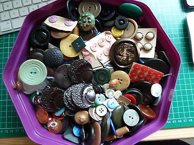 LOT OF VINTAGE BUTTONS 1.2kg inc box/tin