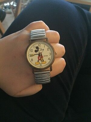 Vintage Disney-Avronel Exclusif Mickey Mouse Watch