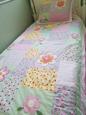 Girls daisies flowers bedding Twin quilt and pillow sham
