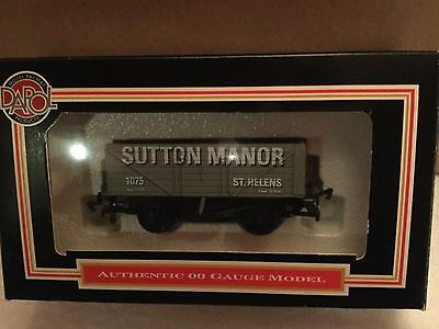 "Dapol 7 plank wagon ""Sutton Manor"" livery"