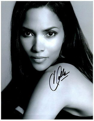 HALLE BERRY Hand Signed Autographed 8x10 Photo w/ COA