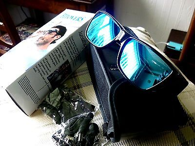 JONATHAN PAUL Fitover Mirrored Sunglases with Polarvue Lense & Case