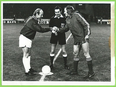 Press Photo 3/1 1973 Common Market Match The Three v The Six Bobby Charlton