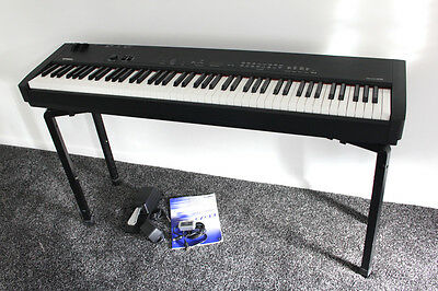 Yamaha CP33 Digital Stage Piano with QuikLok Stand & Roland Midi Cable