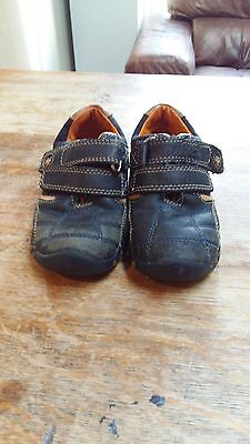 Clarks Navy Boys Shoes Size 8.5 Infant