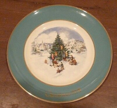 Avon Christmas Collector's Plate 1978 made by Enoch Wedgewood England