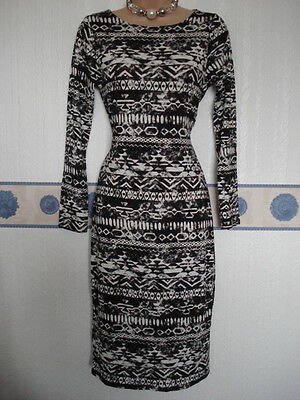 Lovely black and white dress size S/M, good condition.