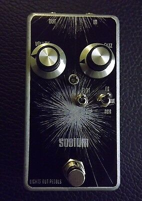 SODIUM by LIGHTS OUT  Univox, shin-ei superfuzz clone, with extra modes+feedback