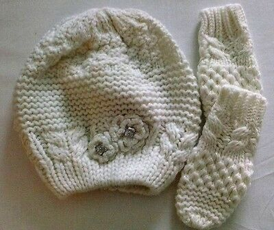 girls hat and mitts set  one size 3- 5 yrs