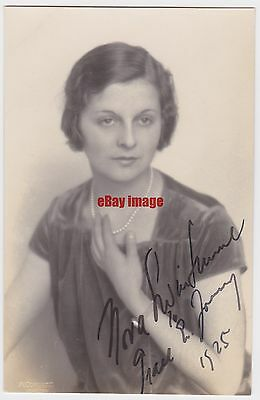 Stage and early film actress Nora Swinburne. Signed postcard dated 1925