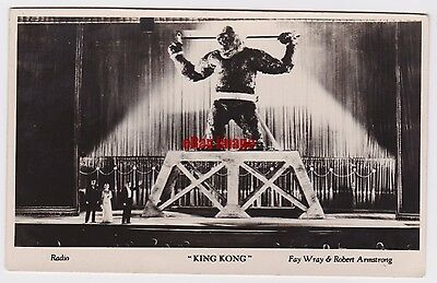 Fay Wray and Robert Armstrong in King Kong. Film Weekly Filmshots postcard