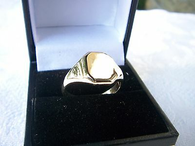 Mens Vintage Heavy 9 Carat Gold  Signet Ring  Excellent Condition