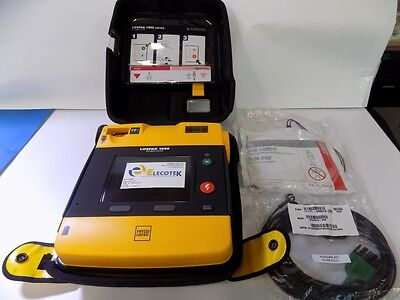 Physio Control Lifepak 1000 3 leads ECG with Pads Battery Case