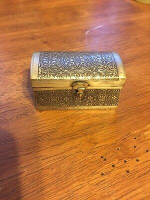 VINTAGE EGYPTIAN HAND MADE EGYPT SILVER TONE SMALL BOX No Markings
