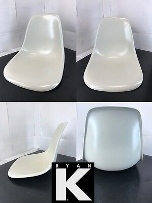 1x Herman Miller Eames WHITE PARCHMENT fiberglass side chair shell only
