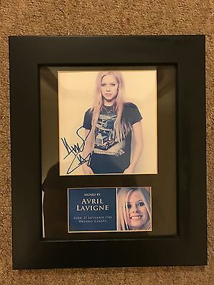 AVRIL LAVIGNE Signed MOUNTED Photo... A4 size !