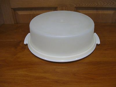 TUPPERWARE vintage round pie taker or single layer cake & cupcake carrier white