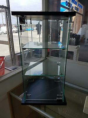 Frameless Lockable Counter Top Glass Display Cabinet with Black Base and Top