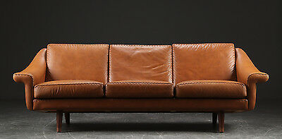 VINTAGE RETRO DANISH RICH COGNAC 3 SEATER LEATHER & ROSEWOOD SOFA 1970s