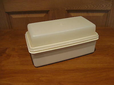 TUPPERWARE vintage 5x10x4.5 almond domed loaf keeper #1508, breads container