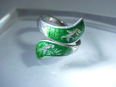 Beautiful ring of  silver sterling with enamel.
