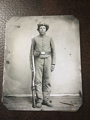 Civil War Military Soldier With Rifle TinType C662NP