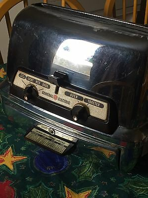 Vintage General Electric 35t83 Toaster