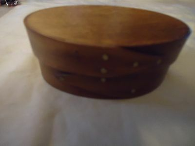 Small oval shaker style wooden box