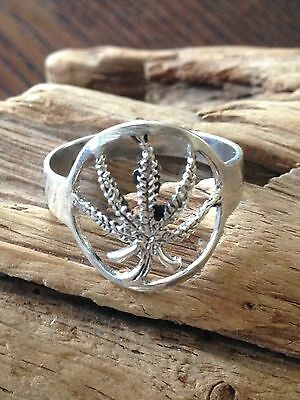 A beautiful vintage Leave Ring,sterling.resale,marked925,size 9