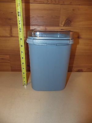 Tupperware Modular Mates 23 Cup Blue Canister/Bread Container w/Flip Lid