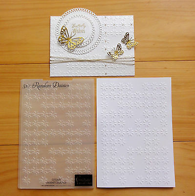"""COUTURE CREATIONS EMBOSSING FOLDER Random Daisies Flowers 5x7 """"REDUCED"""" BNIP"""