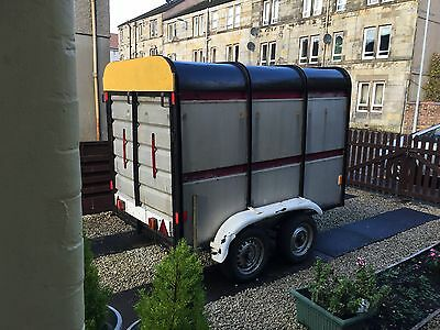 Box, livestock cattle four wheels two axels trailer